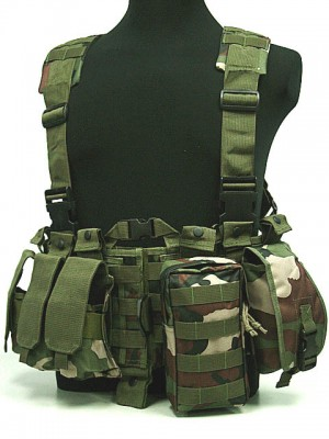 US Delta Force Elite Hydration Molle Vest Camo Woodland